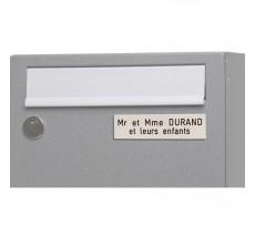Plaque boîte aux lettres, fond blanc texte gravé noir